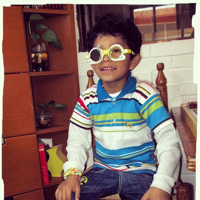 Fue muy divertido el examen de los ojos de hoy! Escogí mis nuevos lentes y ya quiero estrenarlos!! Creo que me los van a dar antes de entrar a la escuela. #PedroyAna #Montessori #donativo #Coca-Cola #lentes #visión #emoción #cnps #sonrisa